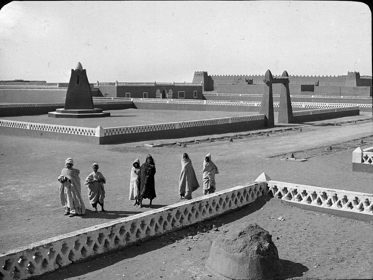 Алжир. Ин-Салах. Гарнизонная площадь