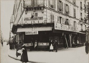 1914. Авеню дю Мэн. После двух месяцев войны бакалейщиках выставил перед  магазином баннеры показывая, что дела идут хорошо. 21 сентября