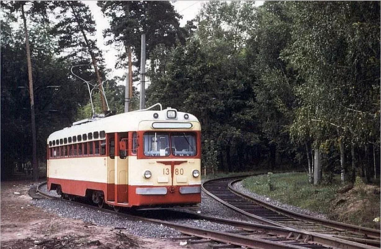 1978. Киев. МТВ-82 1380 на кольце за 14 линией Пущи-Водицы