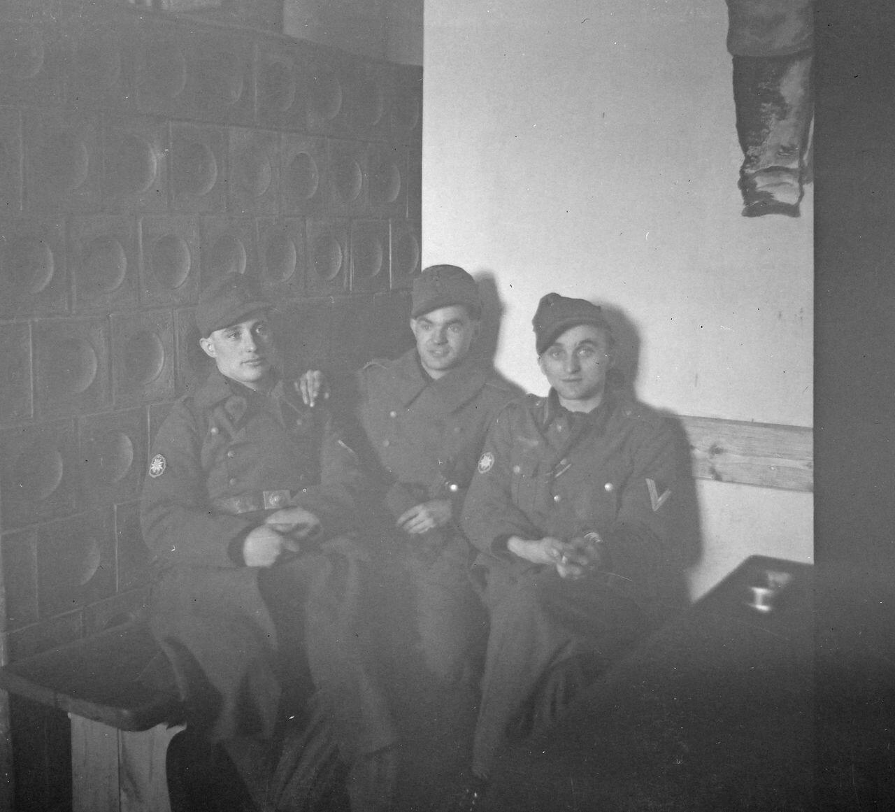 Три солдата
