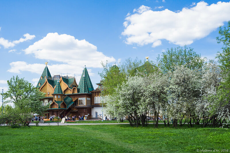 Дворец царя Алексея Михайловича. Майские цвета.