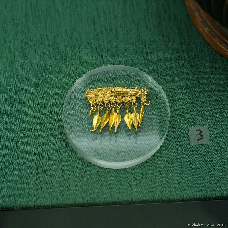 Фрагмент ожерелья. Восточное Средиземноморье. Середина ™ вторая половина IV в. до н.э. Керчь.