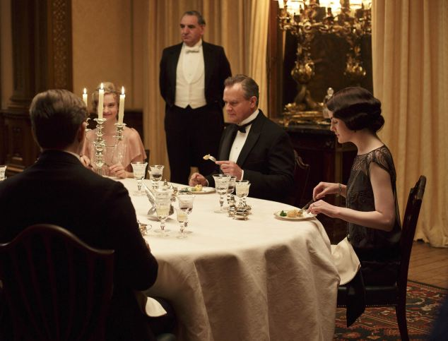 EMBARGOED_TO_14TH_0CTOBER_DOWNTON_EP5_22.JPG