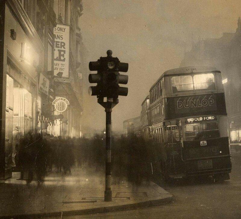 1935 Oxford-Street-in-the-smog.jpg