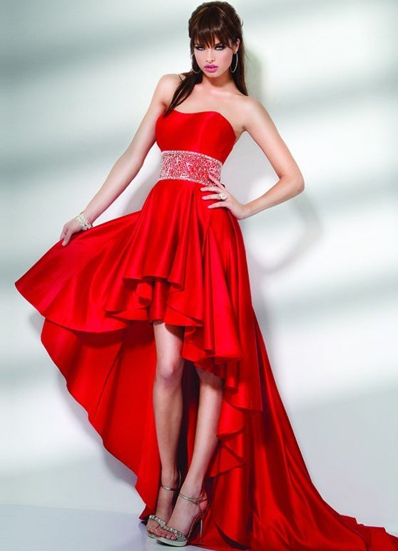 Красное платье с хвостом
