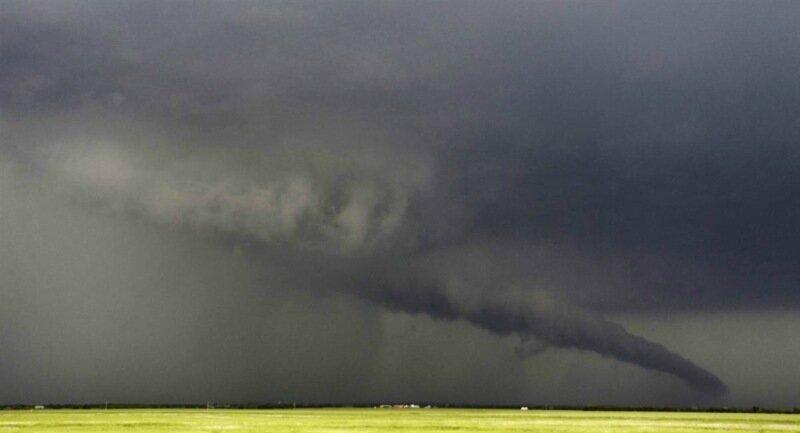 Фотографии сильнейших торнадо года. Впечатляющие снимки природной стихии 0 13fc8c af41ec89 XL