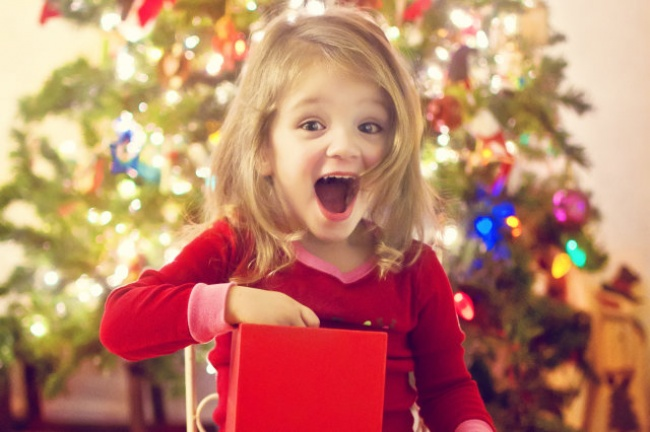 Подарочки— один изсамых важных атрибутов Нового года. Поймать искренние счастливые эмоции налицах