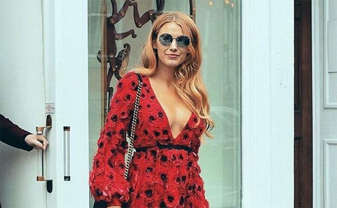 Позже Блейк выложила свою фотографию в новом платье этого дизайнера с ироничной подписью: