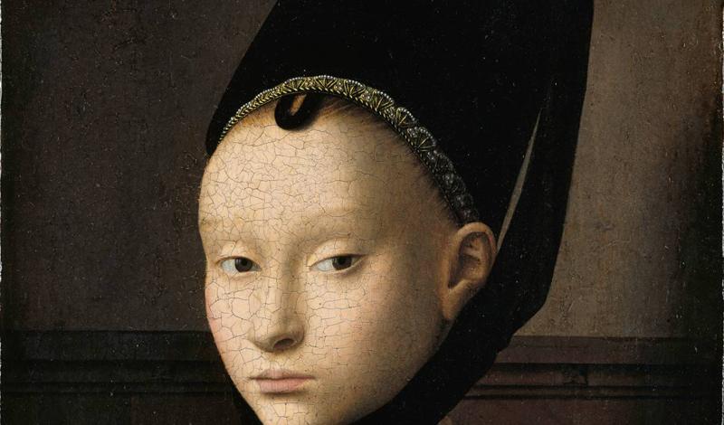 А вот в средние века, напротив, ценились девушки с высокими лбами. Чтобы визуально увеличить эту час