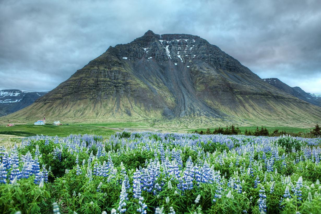 Несмотря на фотографии горных вершин Исландии, которые вы могли видеть, в стране на самом деле н