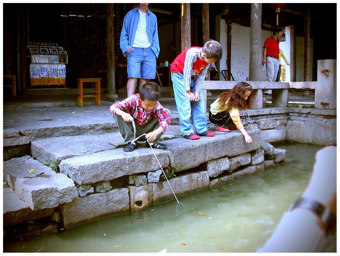Дети и река.jpg
