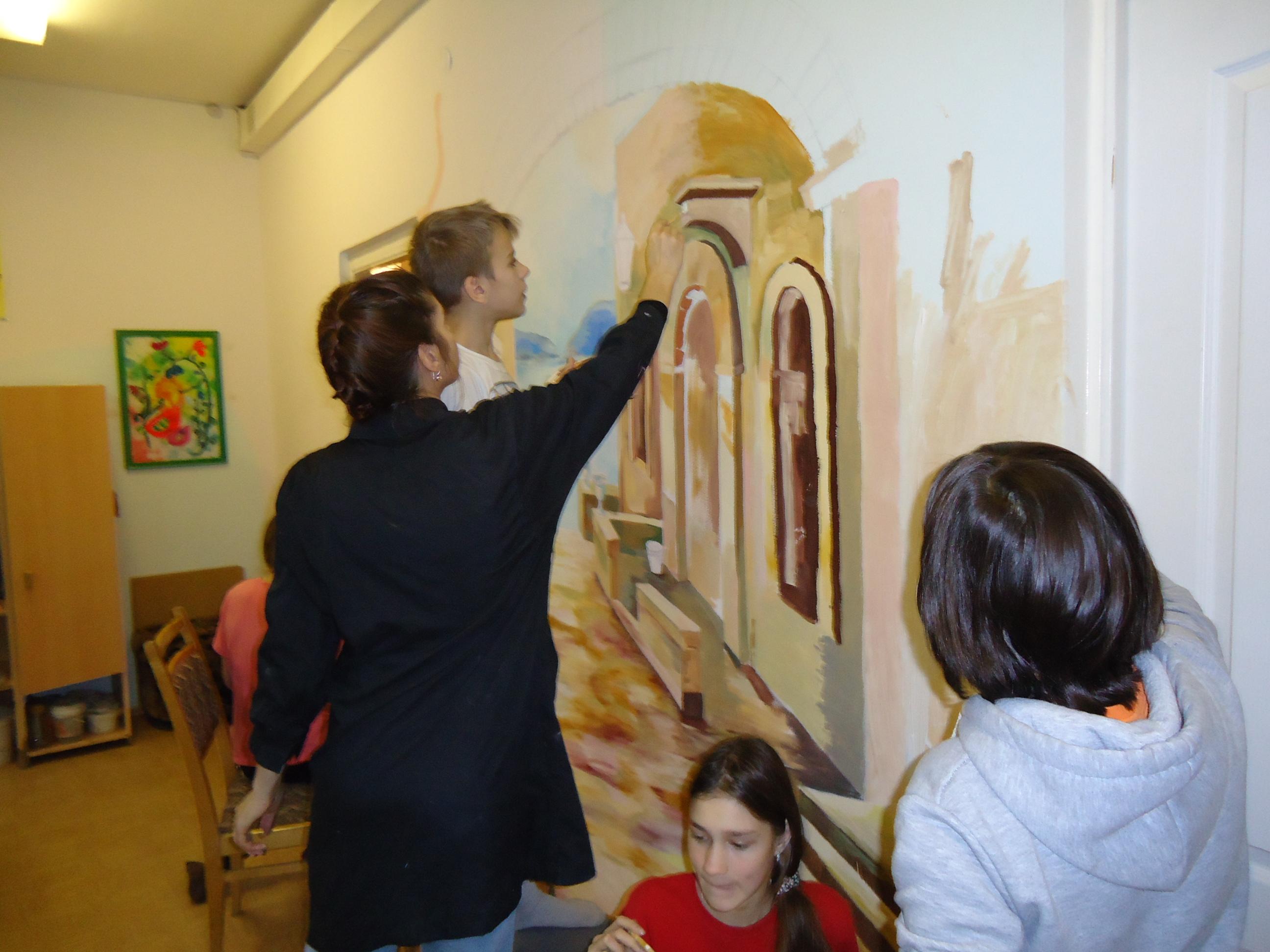 мы с детьми делаем роспись стены