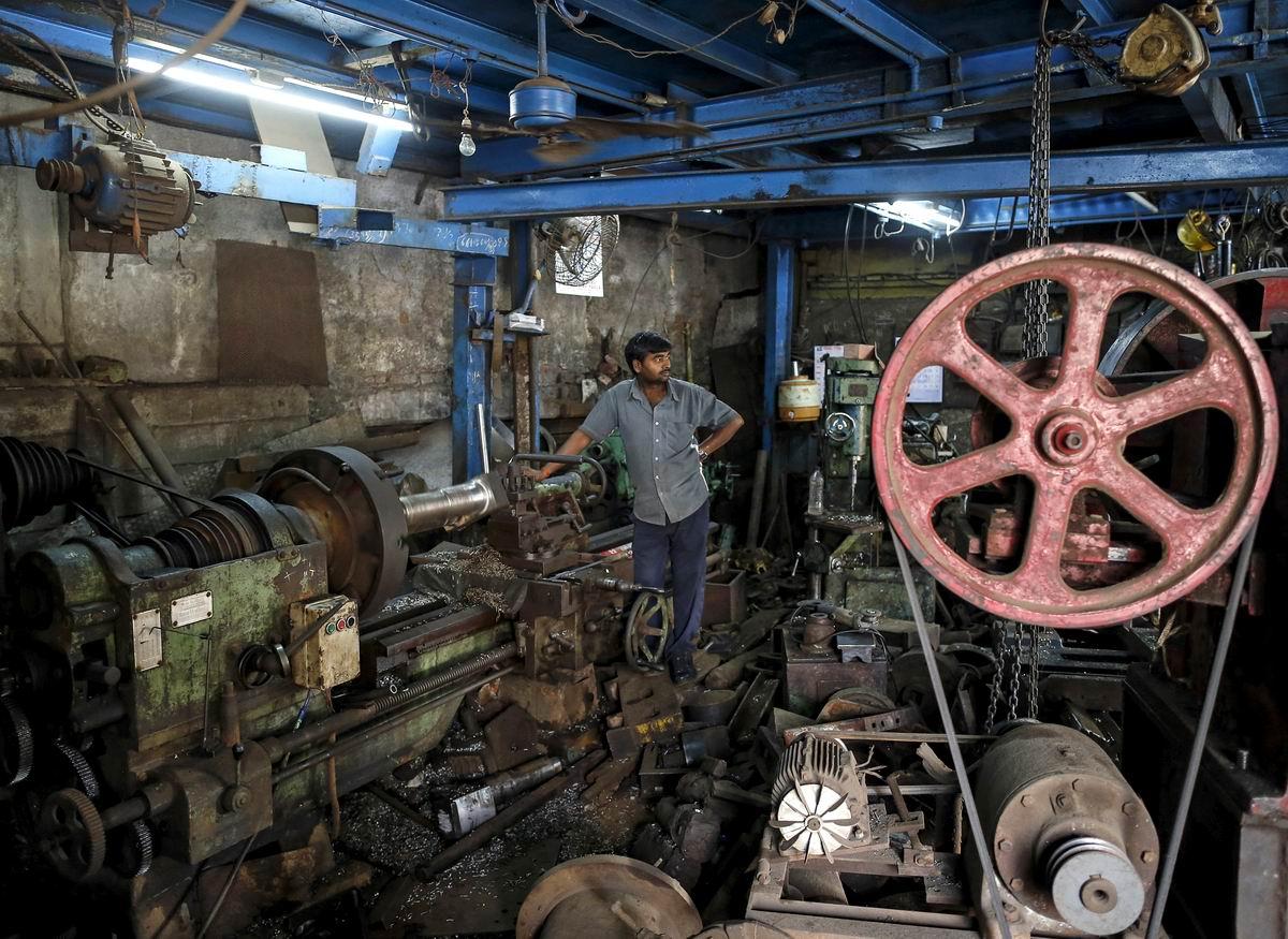 Черт ногу сломит: Творческий беспорядок в индийской производственной мастерской