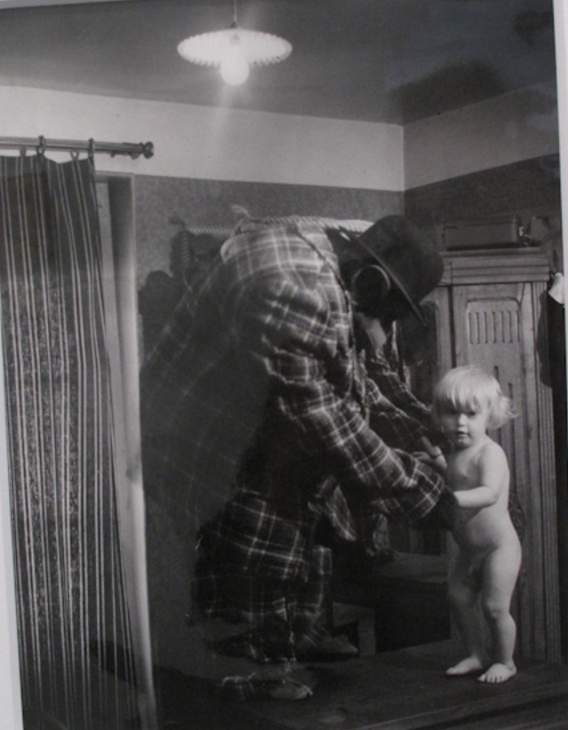 1932. Человек-Горилла с сыном Пьером, Монмартр