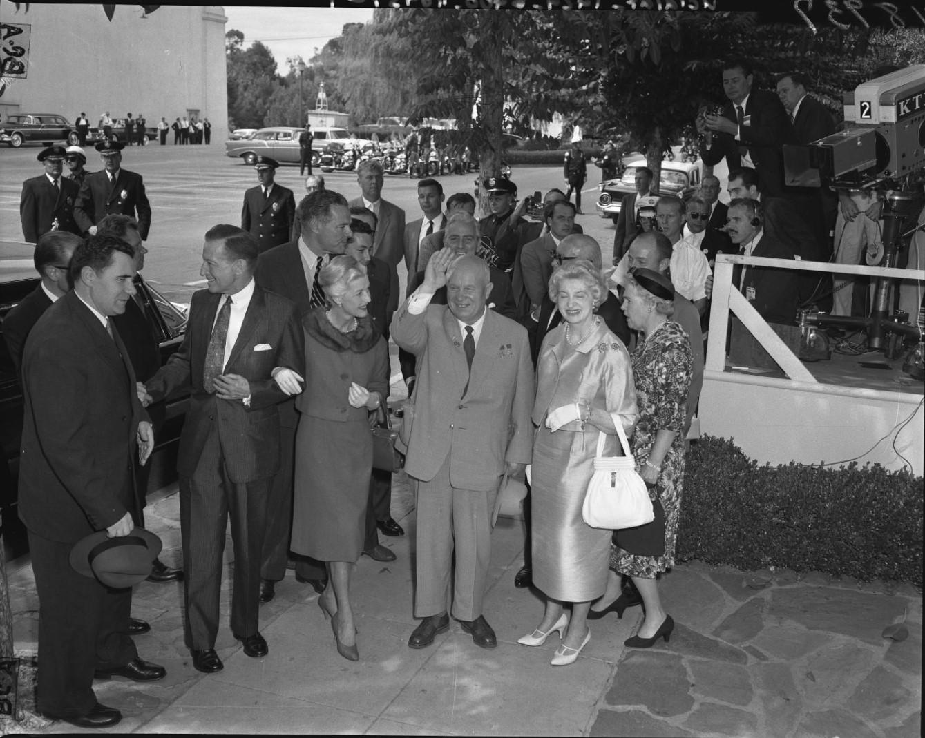 1959. Никита Хрущев прибыл на обед в студию 20-й век - Фокс  в Лос-Анджелесе