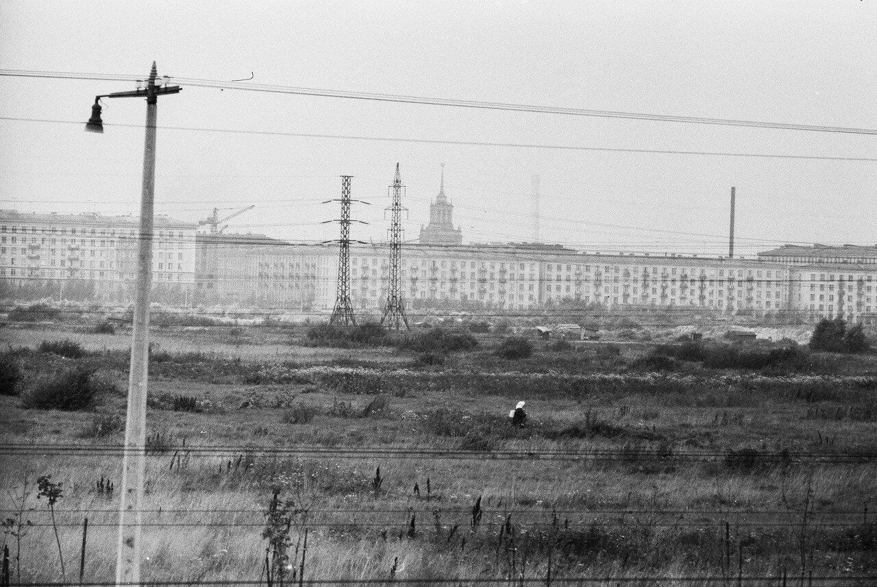 33. Вид из поезда на проспект Юрия Гагарина