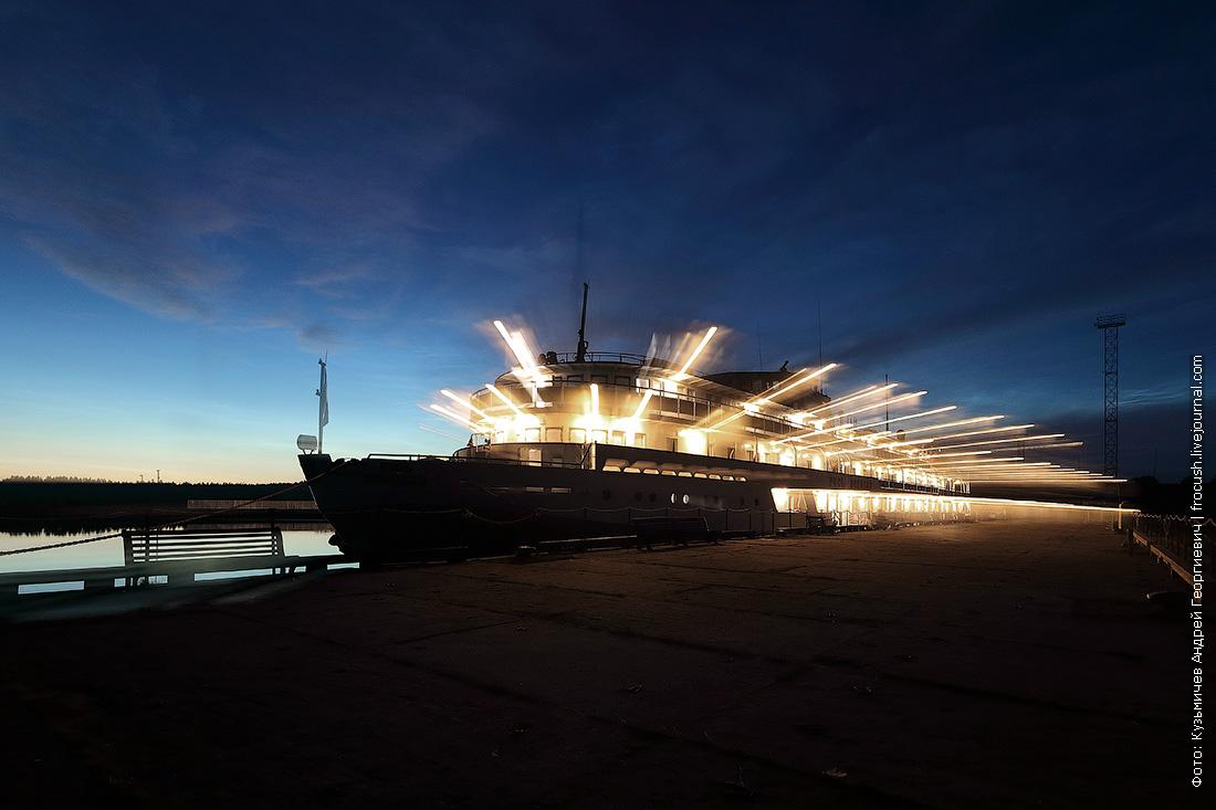Ночное фото: теплоход Русь Великая на Соловках у Тамариного причала