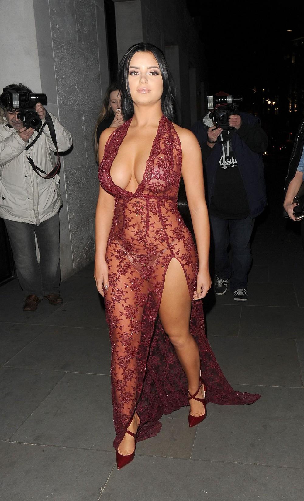 Деми Роуз в просвечивающемся платье