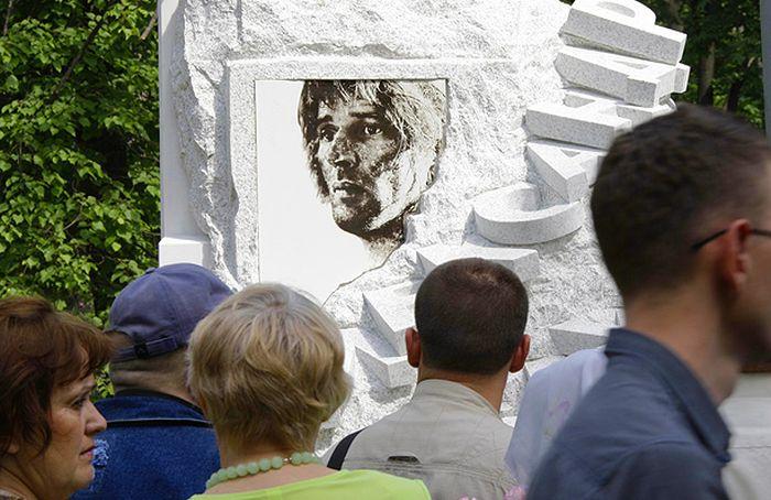 Памятник Александру Абдулову открыт на Ваганьковском кладбище. 2009.jpg