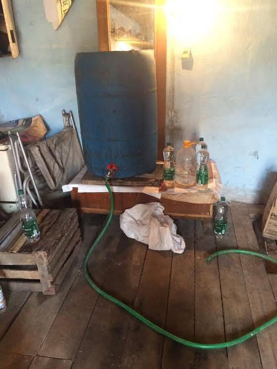 Налоговики на Хмельнитчине пресекли незаконное изготовление алкогольных напитков: сумма изъятого - почти 200 тыс. грн