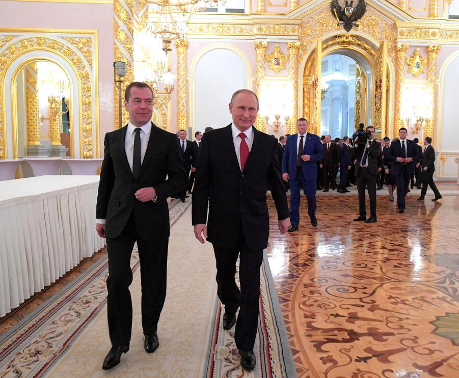 Путин и Медведев после оглашения послания Путина, 1.12.16.png