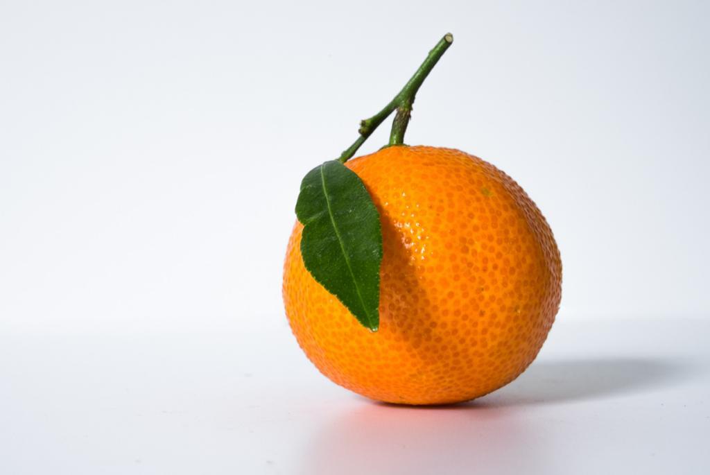 Мандарины. Плод содержит витамины А, B1, B2, B3, B5, B6, B9, С, D, К, РР, а также микроэлементы