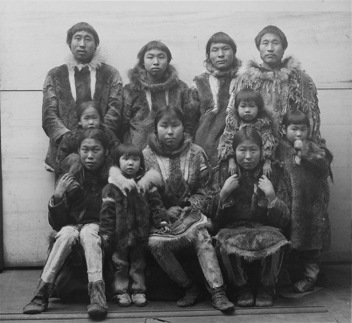 8. Семья инуитов, 1894 год