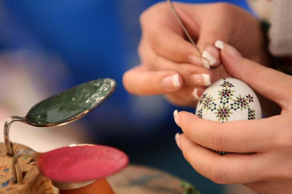 7. Для создания таких красивых узоров нужны ловкие пальцы. (Photo by Adam Berry)