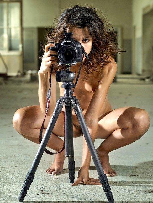 голые девушки с фотоаппаратами фото