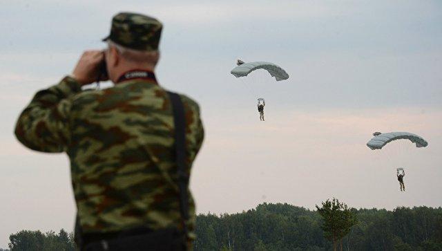 Десантирование во время учений ОДКБ в Псковской области