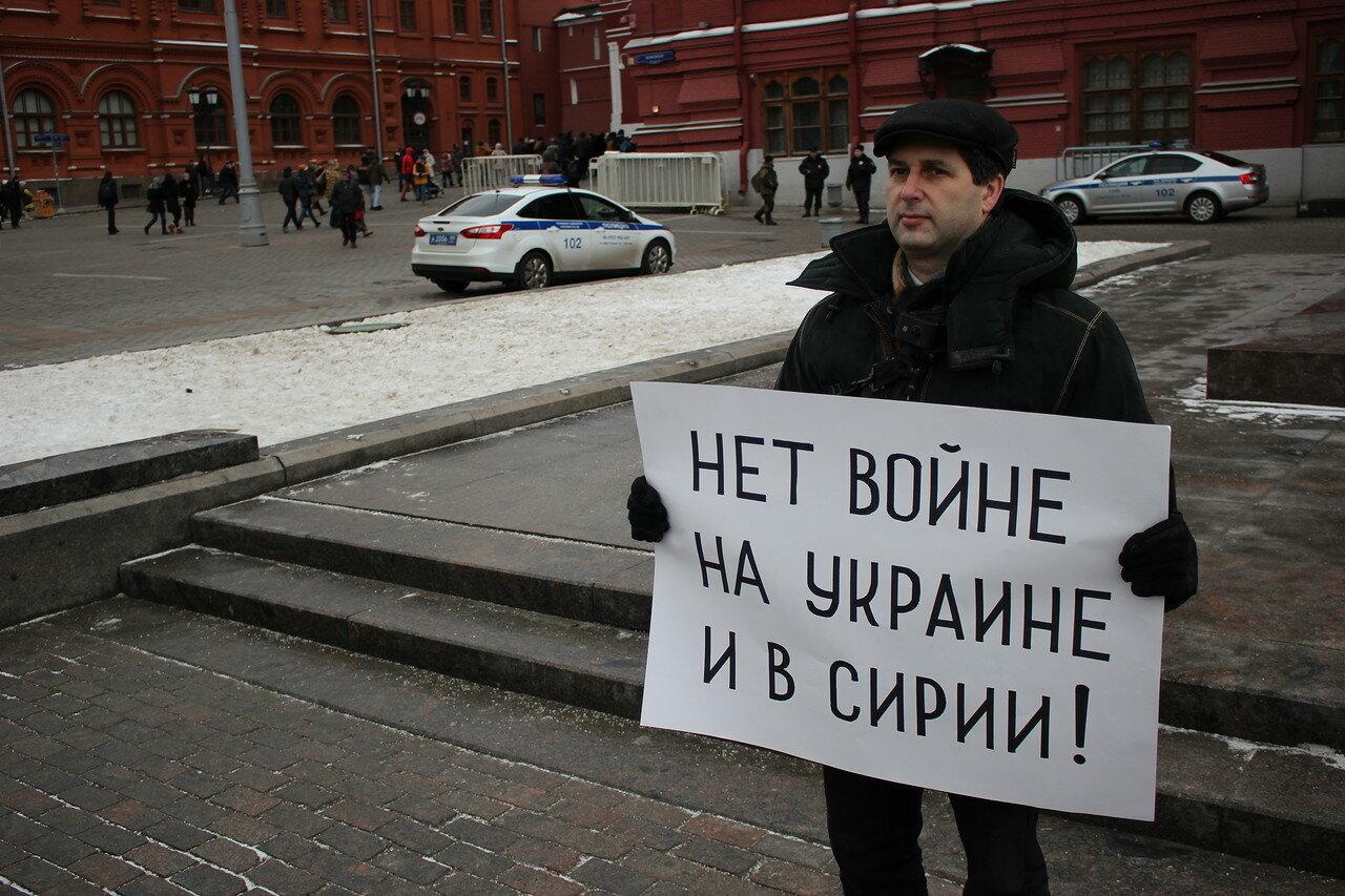 На Манежной площади в пикетах стоял Марк Гальперин