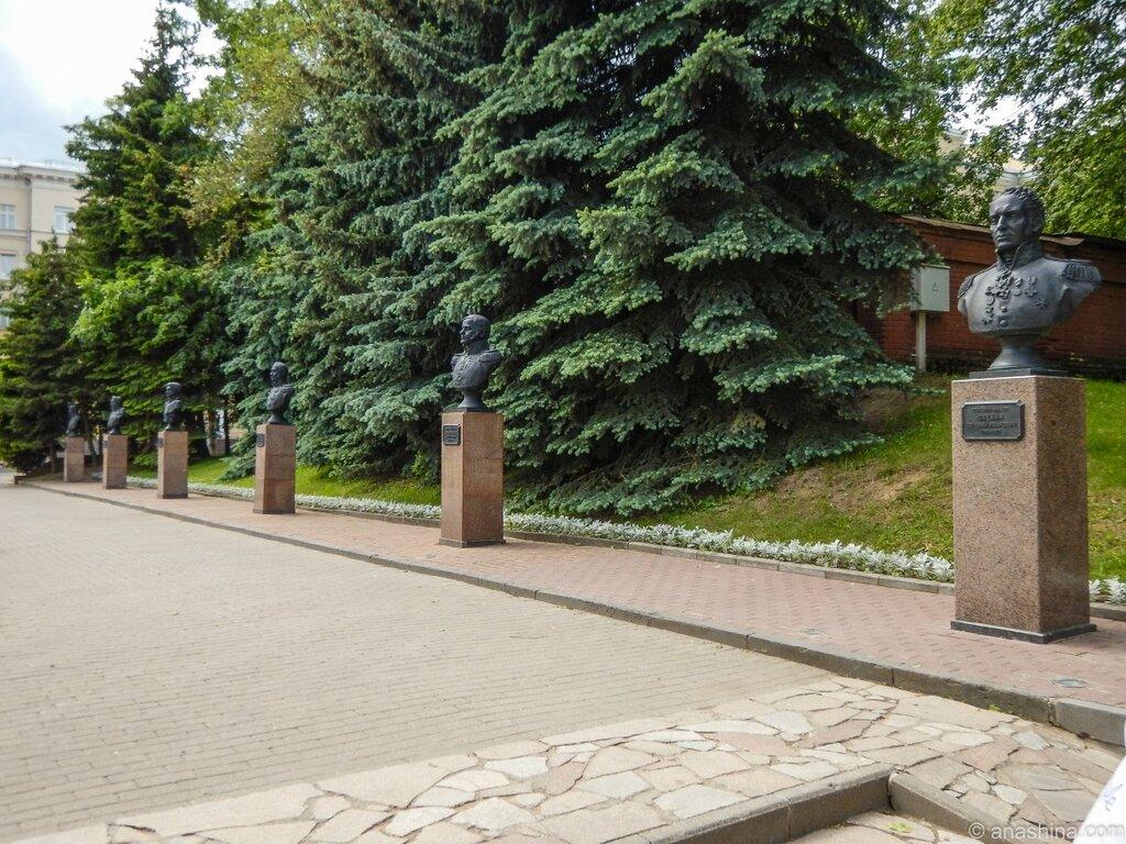 Бюсты генералов, Сквер Памяти Героев, Смоленск