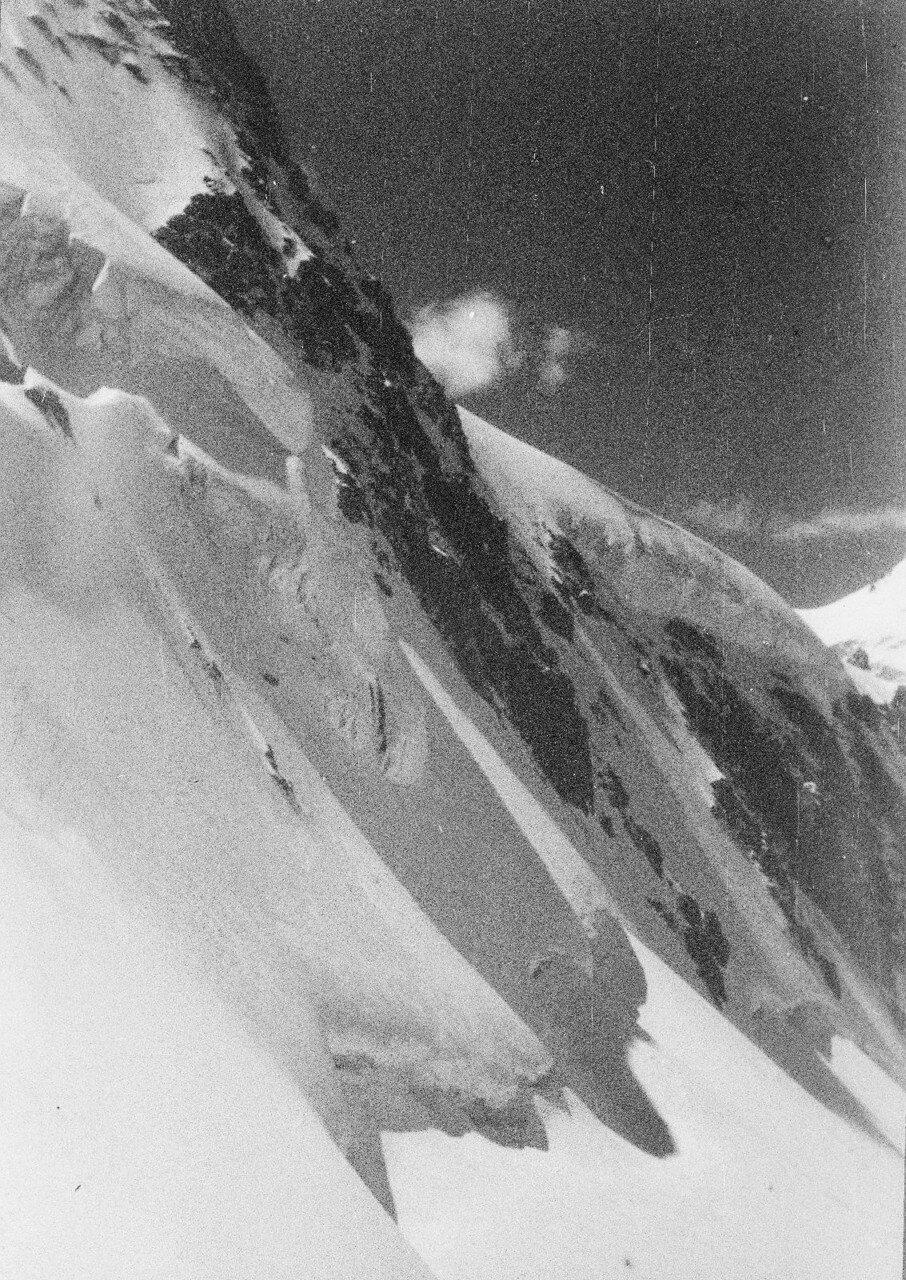 28 Августа. Группа II. Экспедиция на поиски пропавшего Эдди Тусила. Район Безенги. На склоне Шхары