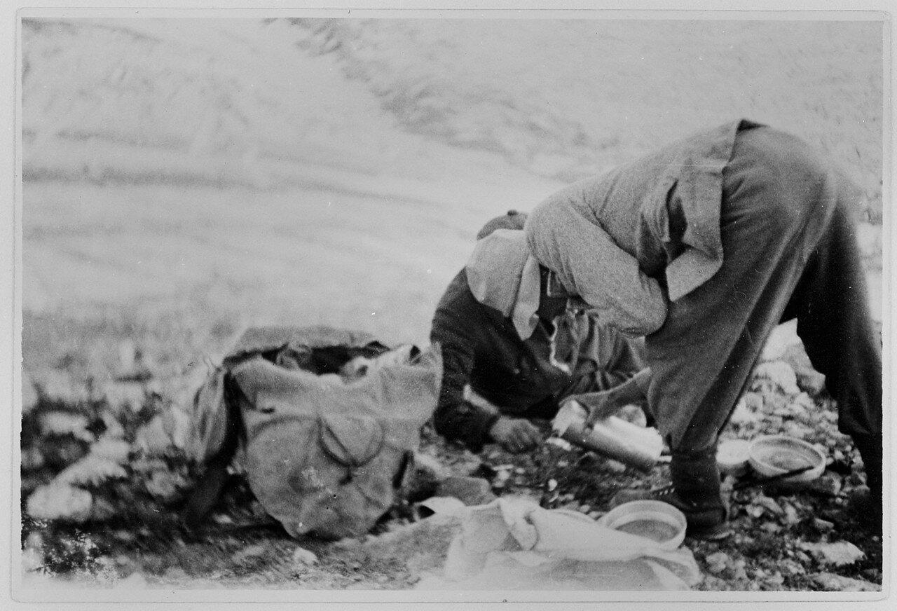17 августа. Группа II. Дых-тау (5058 м). Первое восхождение по южному хребту Дых-тау  (5198 м). Отдых на краю глетчера Безенги