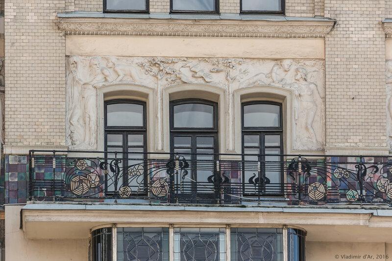 Скульптурный фриз «Времена года», опоясывающий здание гостиницы «Метрополь». Главный фасад здания. Николай Андреев.