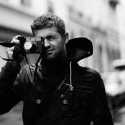Мужчина-фотограф