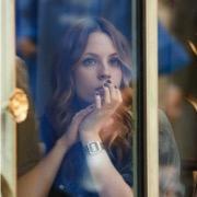 девушка в окне