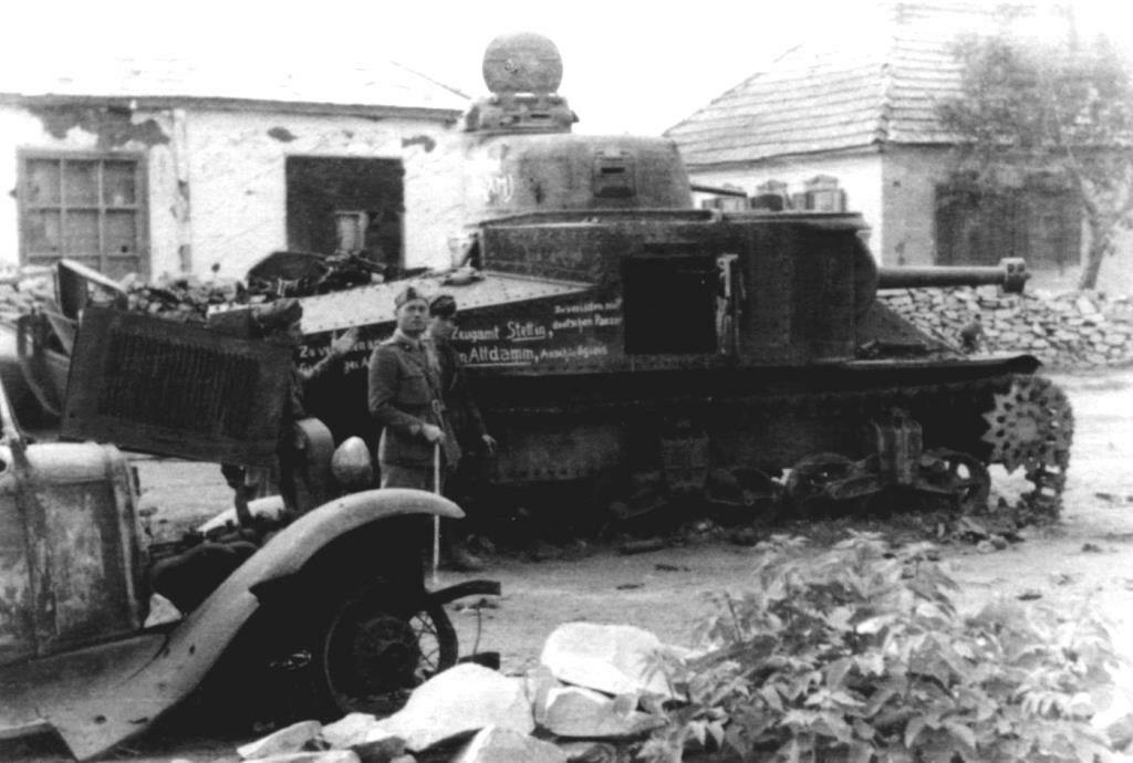 Подбитый танк М3с. 1942 год.