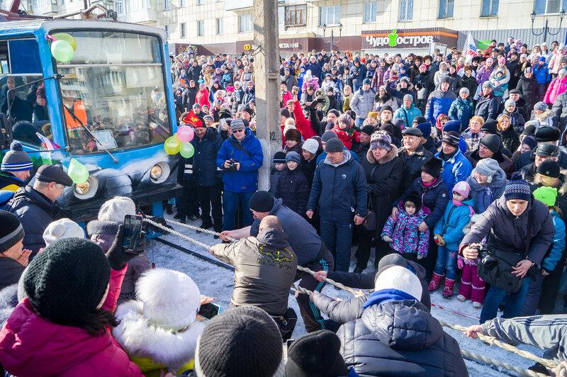 Тягание трамвая 23 февраля