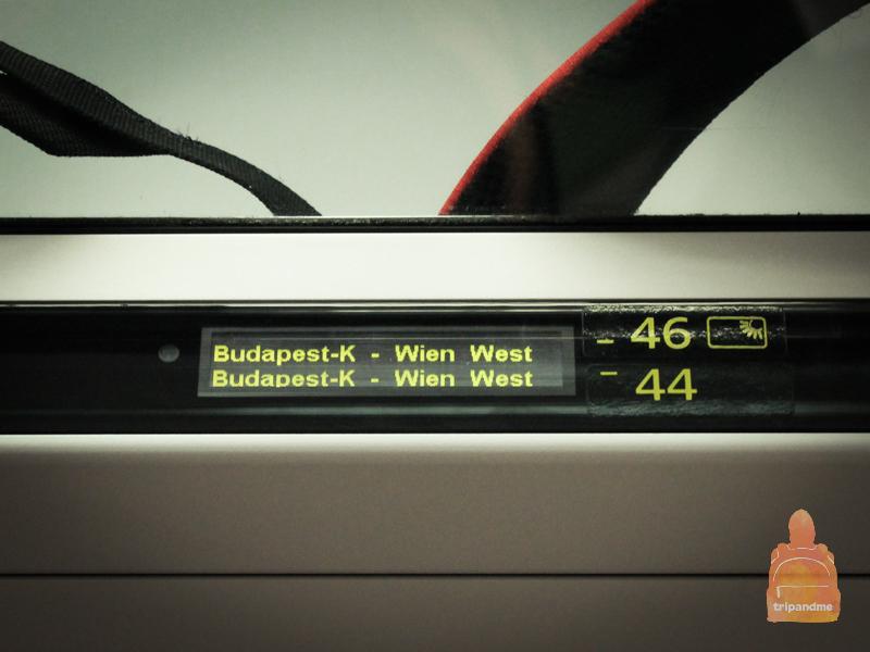 Из Будапешта в Вену поезд идет три часа