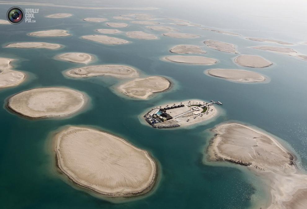 3. Постройка на одном из островов проекта «Мировые острова» в Дубае. (REUTERS/Jumana El Heloueh)