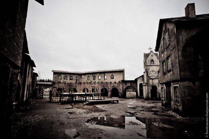 Деревянные колодки, виселица… Суровые были времена: