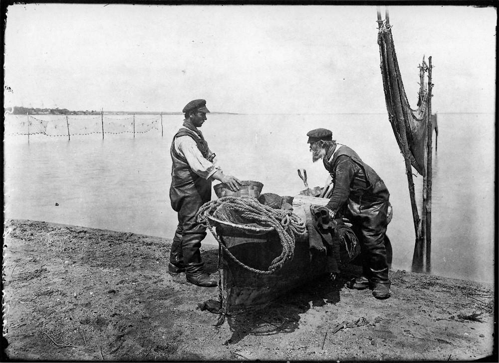 Осташковские рыбаки. Негатив 18 ? 24 см.