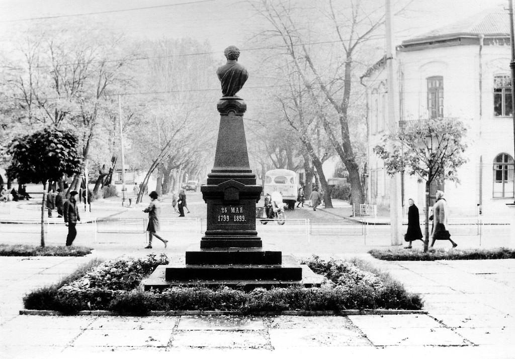 Первый бульвар. Памятник А.С. Пушкину