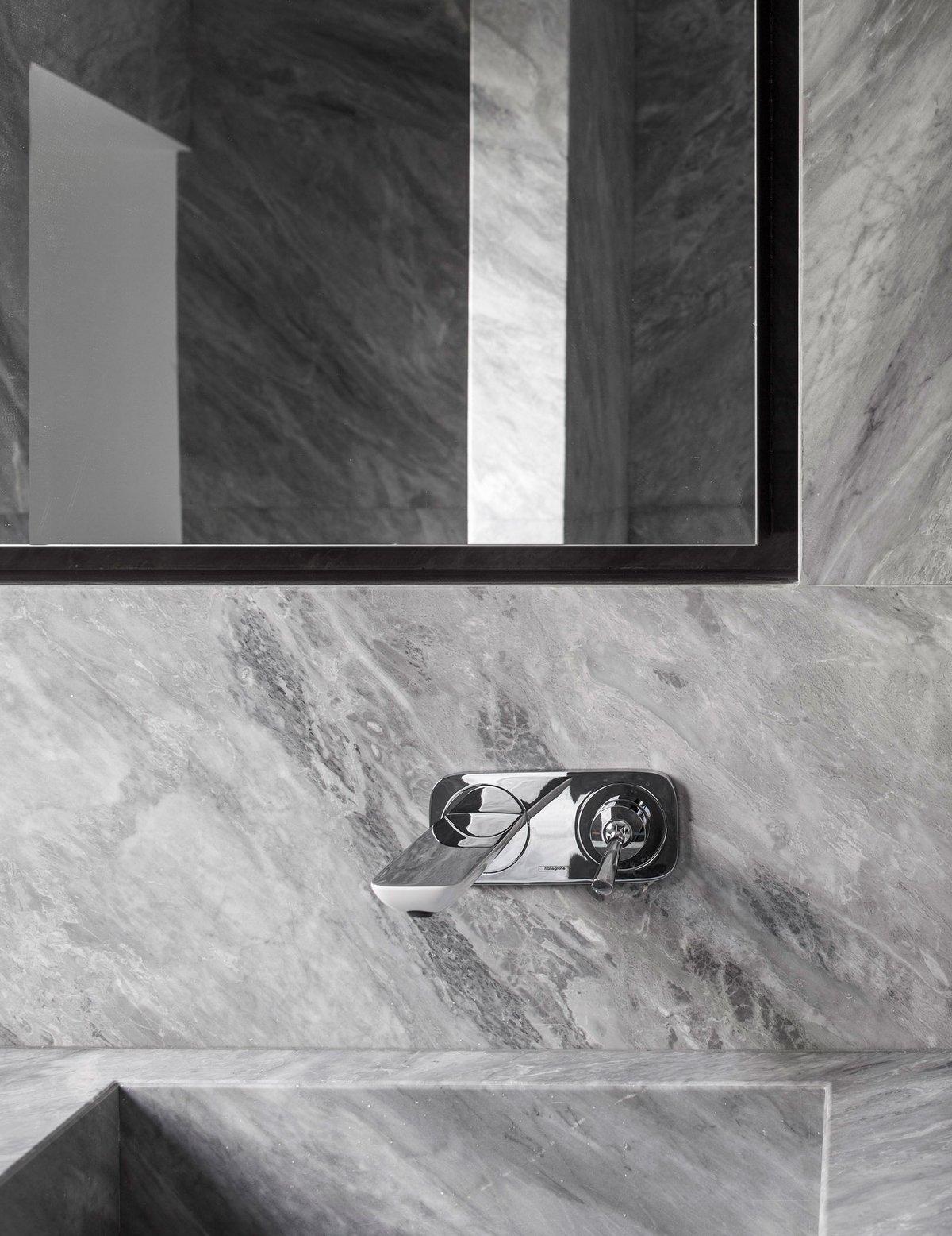 Отделка стен ванной мрамором