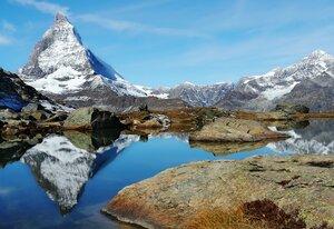 я люблю отражение гор на поверхности чистых озер