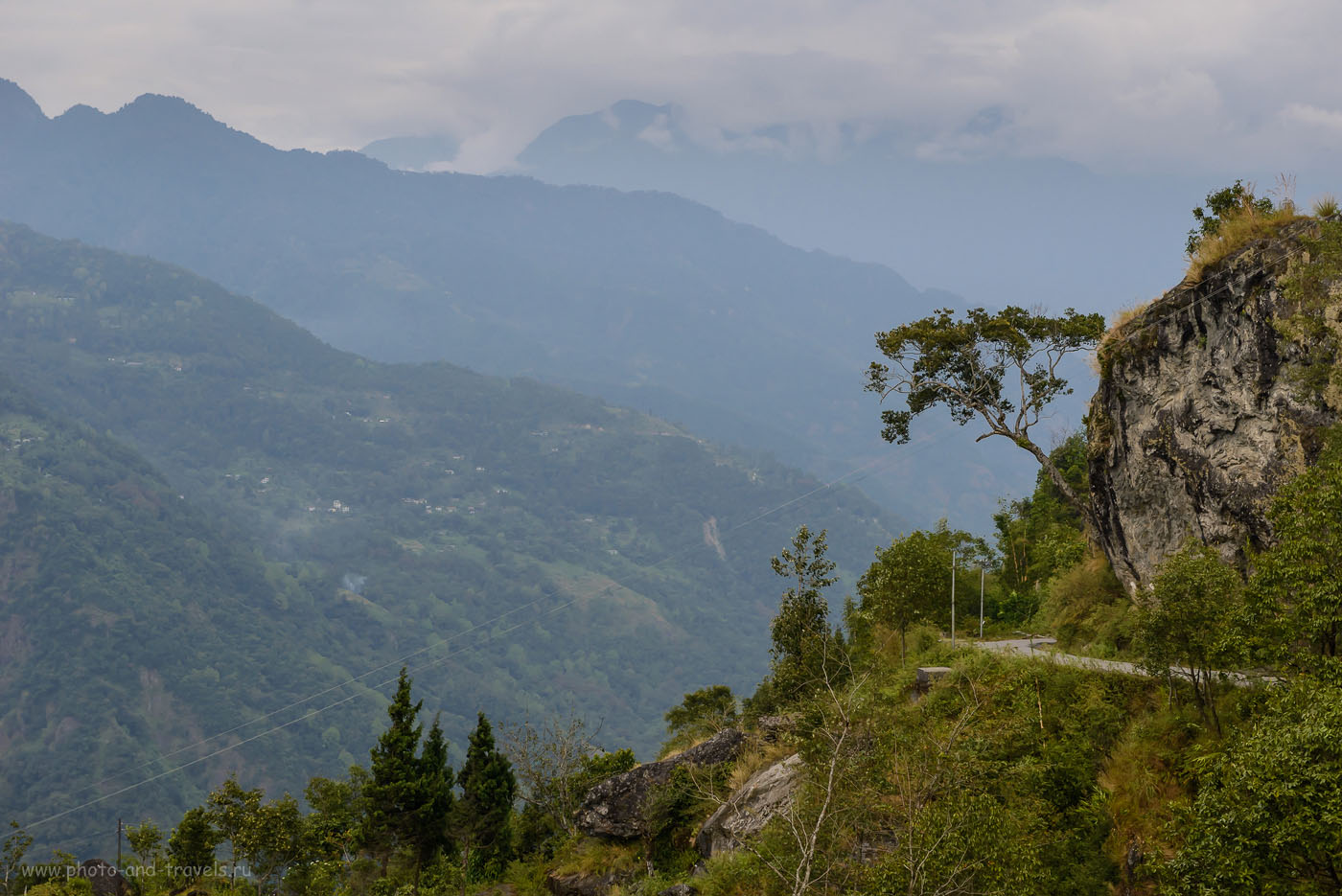 Фотография 2. Горные дороги. Путешествие в Гималаи самостоятельно. Поездка из Гангтока в Yumthang Valley, расположенную у границы Индии и Китая. 800, 1/500, 640, -0.7EV, 70.