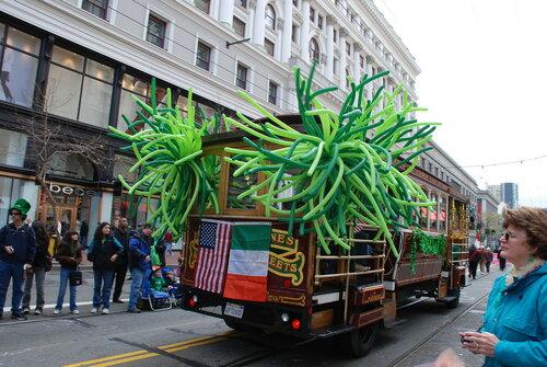 Автобус в стиле Cable car с зелёными шариками