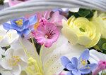 Корзинка с цветами из полимерной глины. Ручная работа.