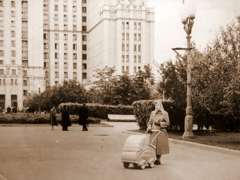 67577 Площадь Восстания Геннадий Беляйцев 1958.jpg